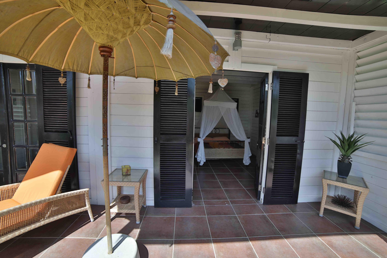 chambre-rdc-location-villa-corossol-martinique-domaine-de-la-palmeraie
