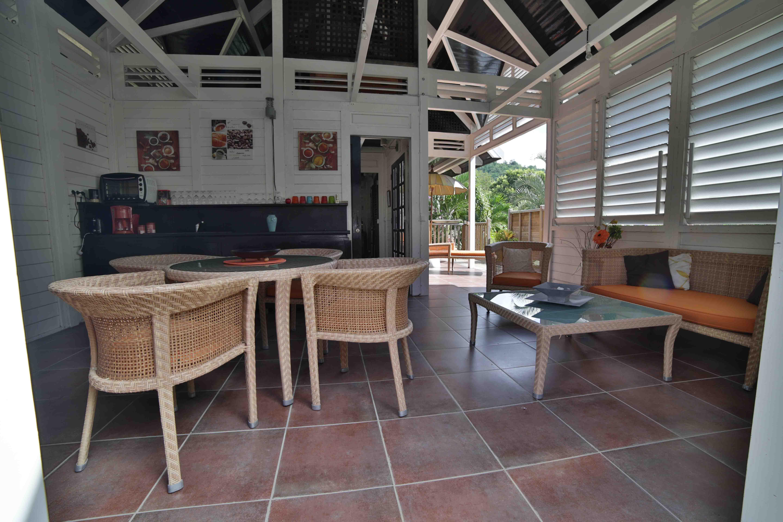 coin-salon-location-villa-corossol-martinique-domaine-de-la-palmeraie