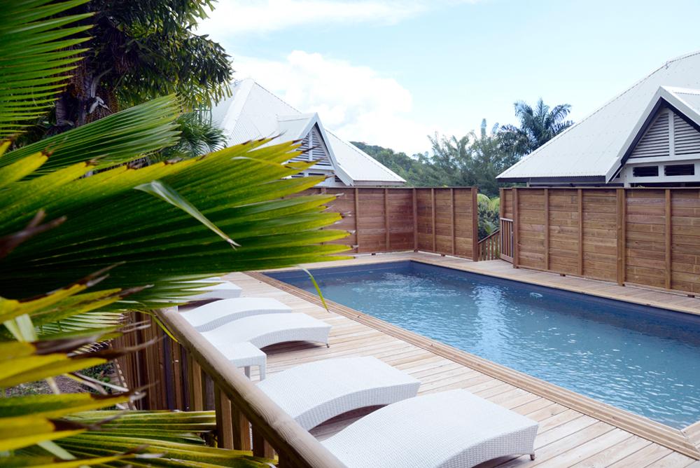 piscine-commune-location-villa-maracudja-martinique-domaine-de-la-palmeraie